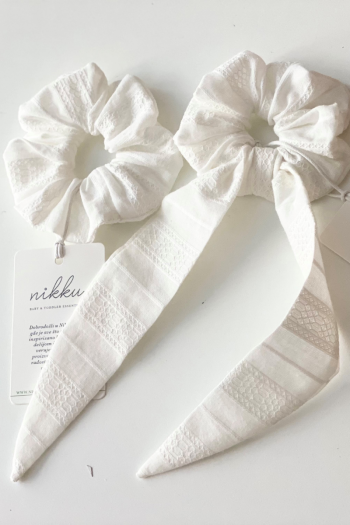 SCRUNCHIE bow white